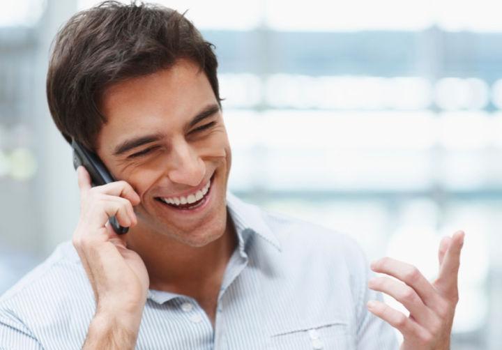 Если клиент находится в роуминге, то ему лучше поискать способ перевести деньги через интернет, чтобы не переплачивать лишнего