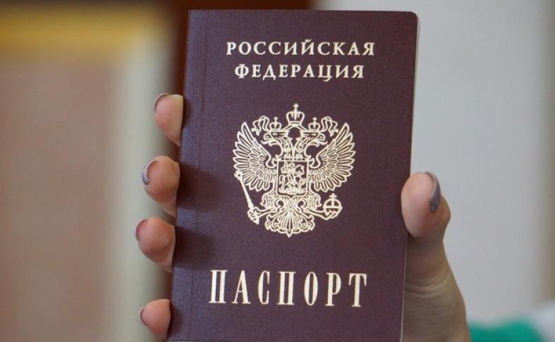 Удостоверением личности может послужить не только паспорт, но и любой документ, содержащий фамилию, имя, отчество владельца и обязательно имеющий фотографию
