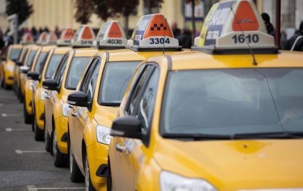 Сколько зарабатывает таксист в Москве в 2017 году: на своем или арендованном авто