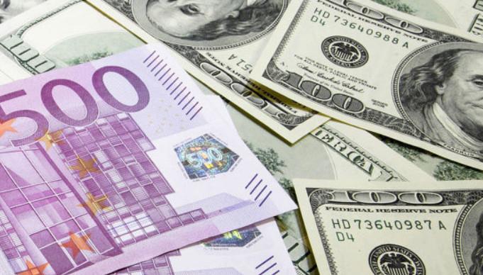В основном банки предлагают кредитные карты в таких валютах, как доллары и евро